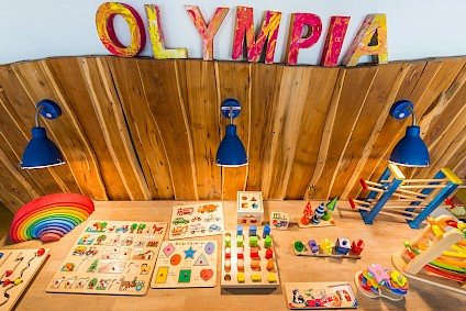 A play corner in the room of ​​the Olympics group with numerous wooden thinking and skill games