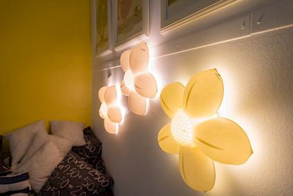 Flower shaped lamps emit a pleasantly warm and soft light in the resting corner of the Einstein room